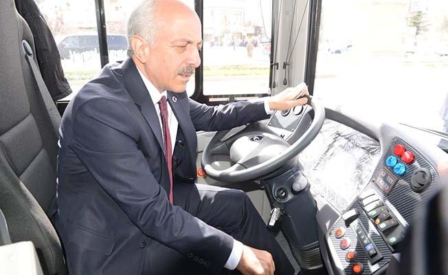 Firmalar otobüs tanıtıyor