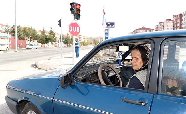 Erkek şoförlere taş çıkartıyor