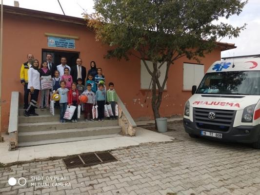 Özel Hastane köy okulunu sevindirdi