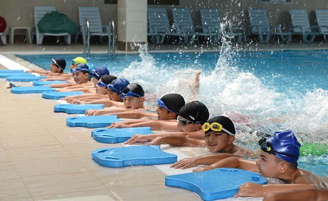 Online kayıtla yüzme kursu