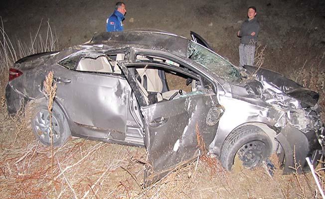 Otomobil baraja uçtu, 5 yaralı