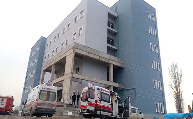 Asansör boşluğuna düşen iki işçi hayatını kaybetti