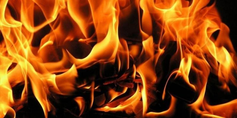 Samanlık ve depodaki yangın kül etti