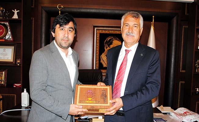 Adana Belediye Başkanı'na leblebi