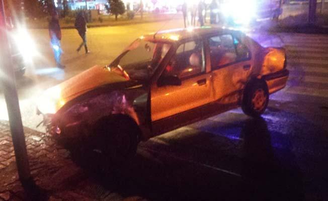 Ocaklı Kavşağı'nda kaza, 3 yaralı