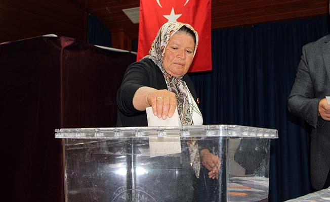 Sungurlu'nun tek kadın muhtarı göreve başladı