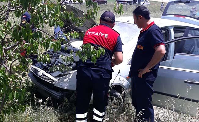Kaza yapan araç alev aldı, 4 yaralı