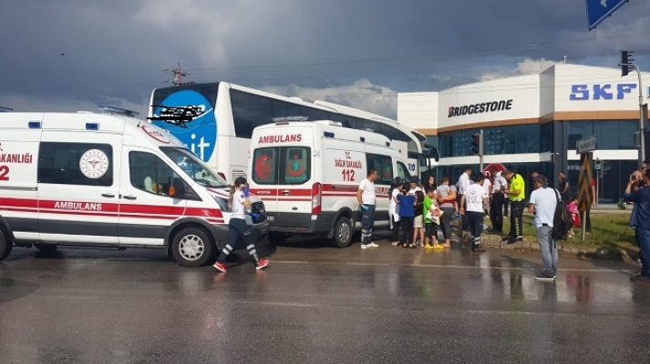 Yolcu otobüsü 7 araca çarptı
