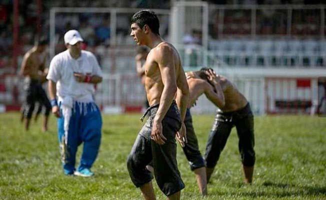 Çorumlu güreşçi yarı finalde