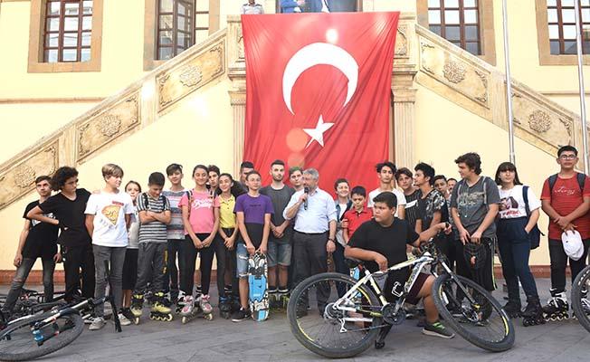 Gençler istedi, Başkan davet etti