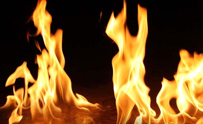 Cami bahçesinde yangın
