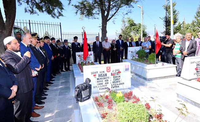 Gaziler Günü'nde şehitlere dua
