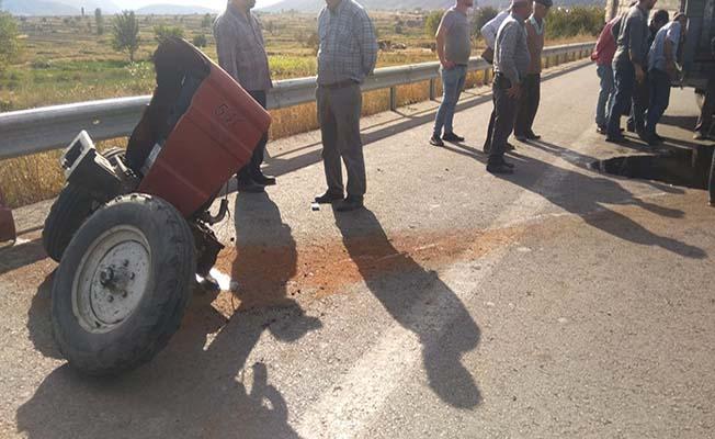 Kazada traktör ikiye bölündü