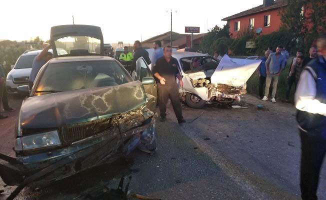 İskilip Yolu'nda iki araç çarpıştı