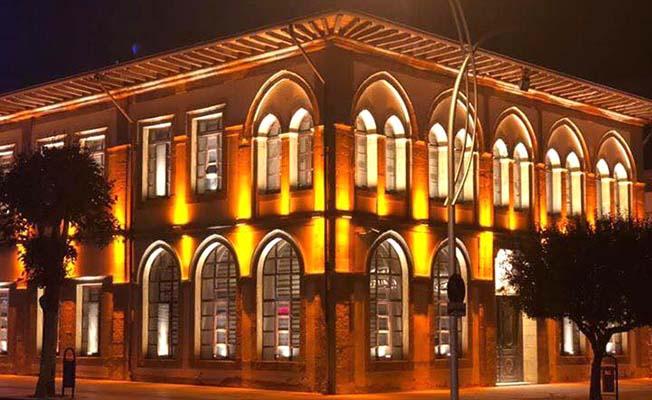Taş Bina ışıl ışıl