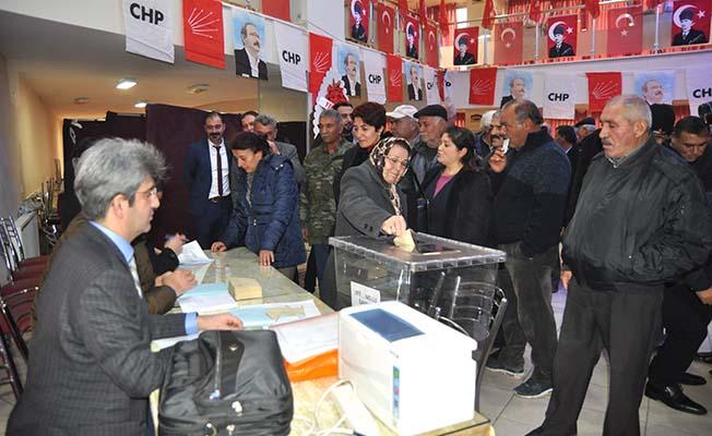 CHP'de kongreler başladı