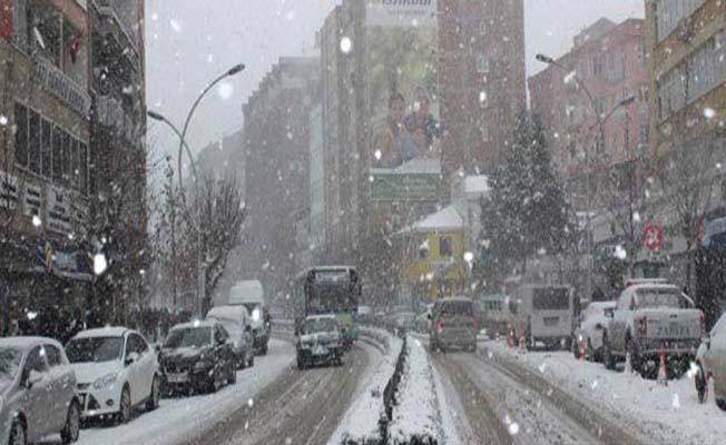 Çorum'da kar yeniden başladı