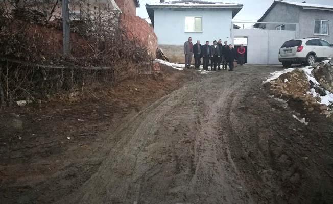 Yaralı askerimizin evinin önü çamurdan kurtarılmalı