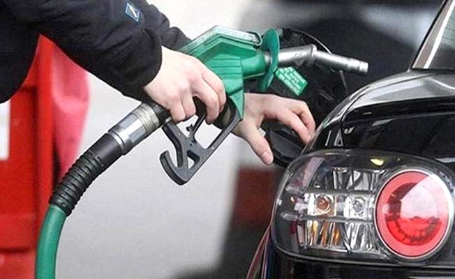 Benzine indirim motorine zam