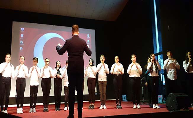 İşaret diliyle İstiklal Marşı