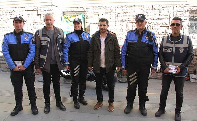 Polis 'tele dolandırıcılara' karşı sahada