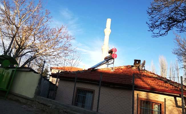 Fırtına minare yıktı
