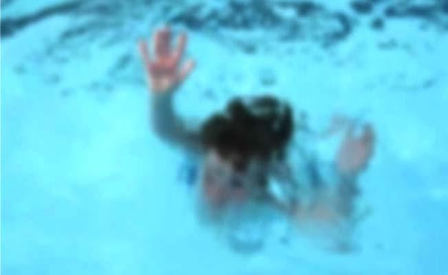 Havuza düşen çocuk hayatını kaybetti