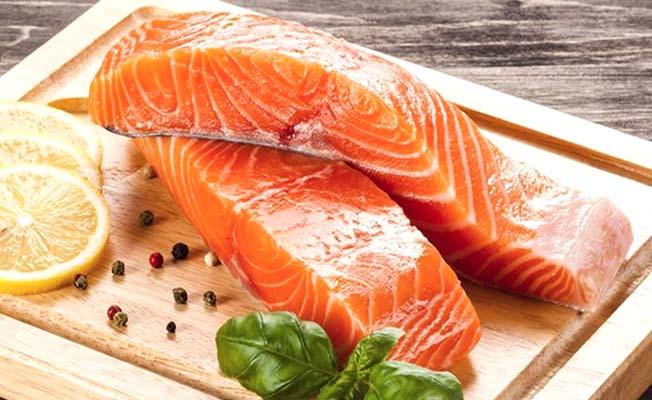 Zincir marketlerde maliyetine balık satışı