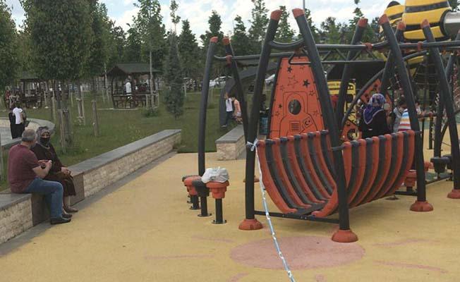 Çocuklar parkların yolunu tuttu