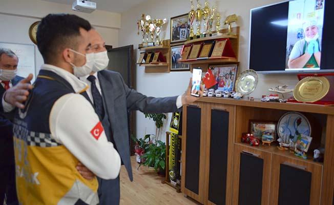 Sağlık çalışanı Çorum'daki annesini 3 ay sonra görebildi