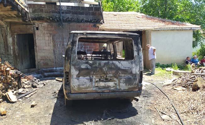 Araç yandı, ev son anda kurtarıldı