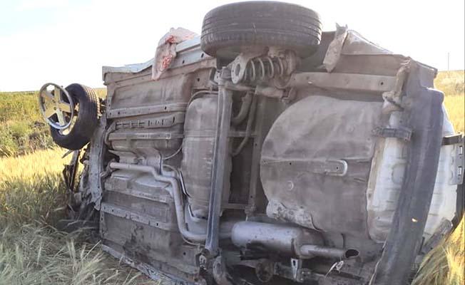 Otomobil devrildi, 3 yaralı