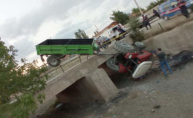 Traktör köprüden aşağı düştü