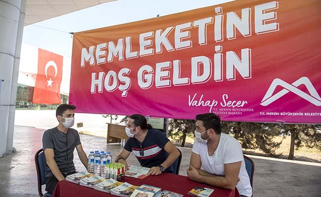 Belediye üniversite öğrencilerini terminalde karşılıyor