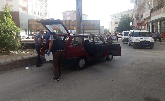 Sokak ortasında araçtan araca ateş açtılar