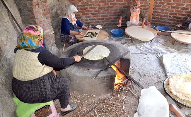 Yufka ekmek hazırlığı
