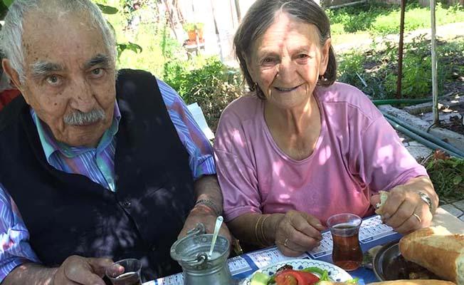 Yaşlı çift koronavirüsten öldü