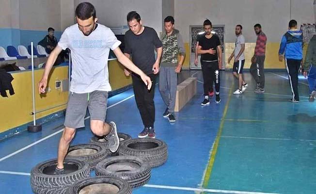 Vefa, gençleri polis memurluğu sınavına hazırlıyor