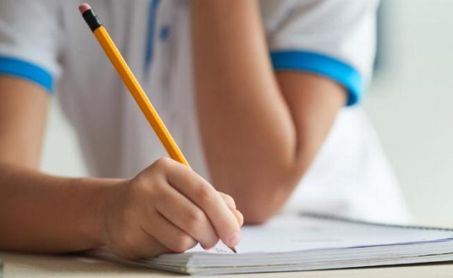 Yüz yüze sınavlar ertelendi, liselere karne yok