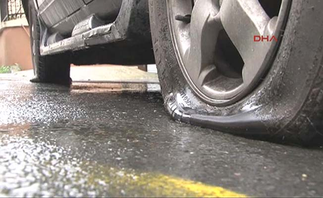 Araçların lastiklerini patlattılar