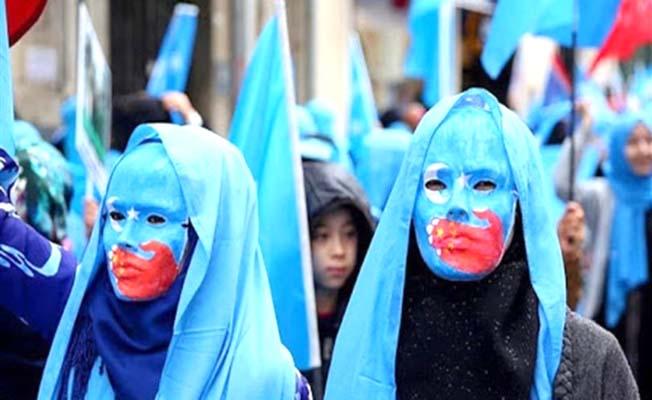Direnen Doğu Türkistanlı müslümanların yanındayız