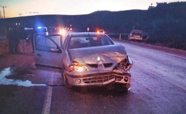 U dönüşü yaparken kaza, 2 yaralı