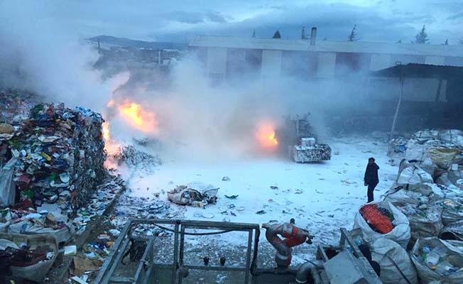 Sanayide hurdalık yangını