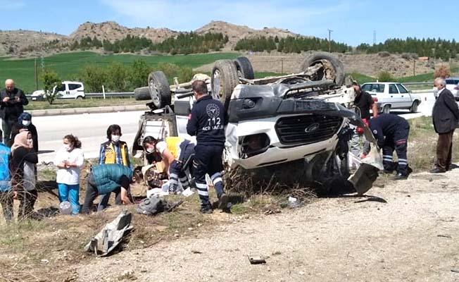 Ticari araç devrildi, 5 yaralı
