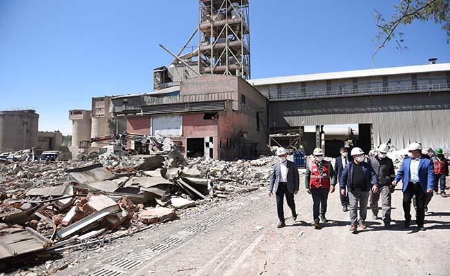 Çimento Fabrikası sökülüyor