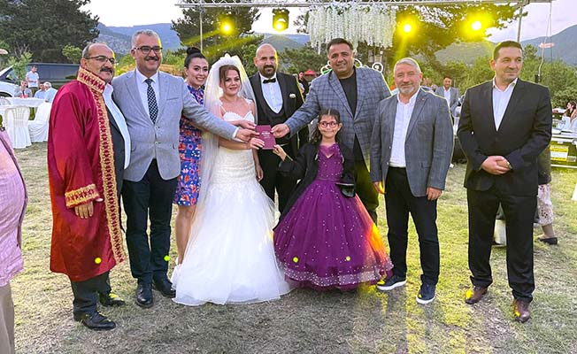 Kızının nikahını kıydı