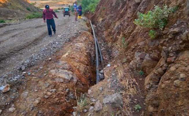 Sel köyleri susuz bıraktı