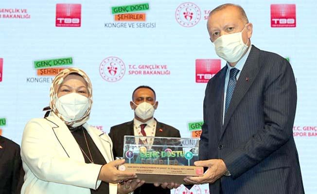 Ödülü Cumhurbaşkanı'ndan aldı