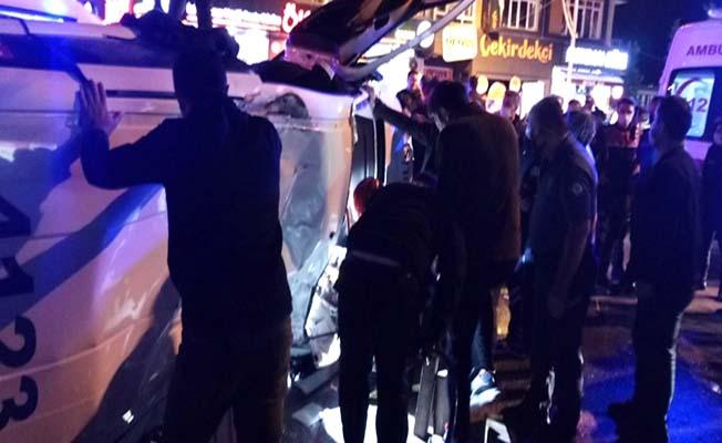 Şüpheli aracı kovalayan polis otosu kaza yaptı