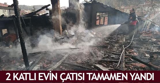 2 katlı evin çatısı tamamen yandı